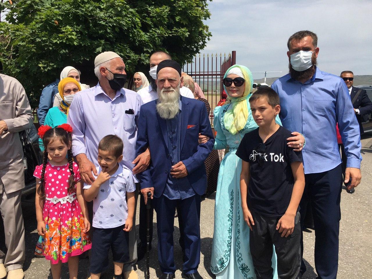 Данга Битаев вернулся на родину  По поручению Главы ЧР его доставили спецрейсом из Бишкека в Грозный