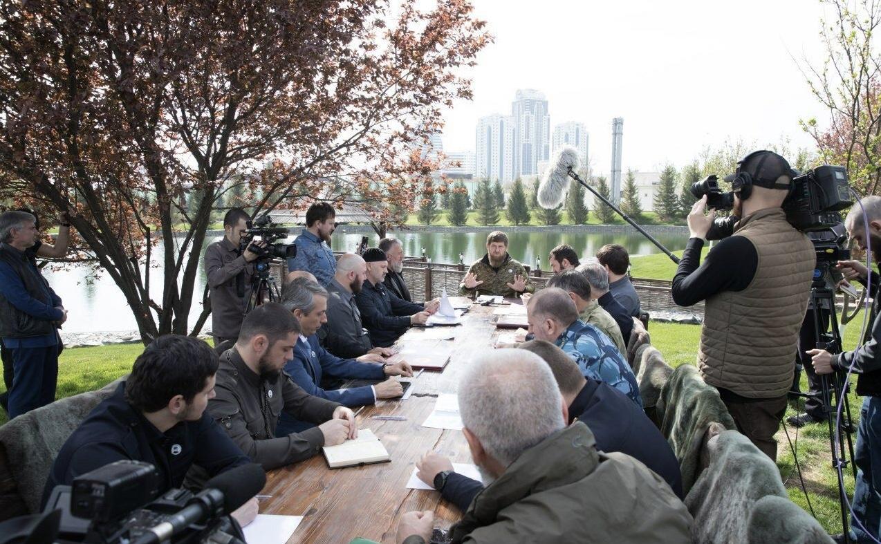 РОФ имени А. Кадырова оказал финансовую  и продуктовую помощь