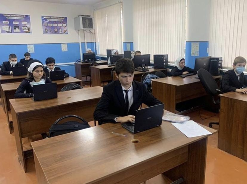 Учащиеся проходят тестирование